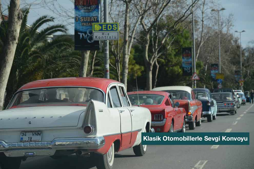 asiklardan-klasik-otomobillerle-sevgi-konvoyu-2-kanguru-haber-com-990x660